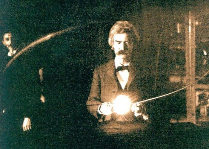 Mark Twain holding Tesla's experimental vacuum lamp, 1894.