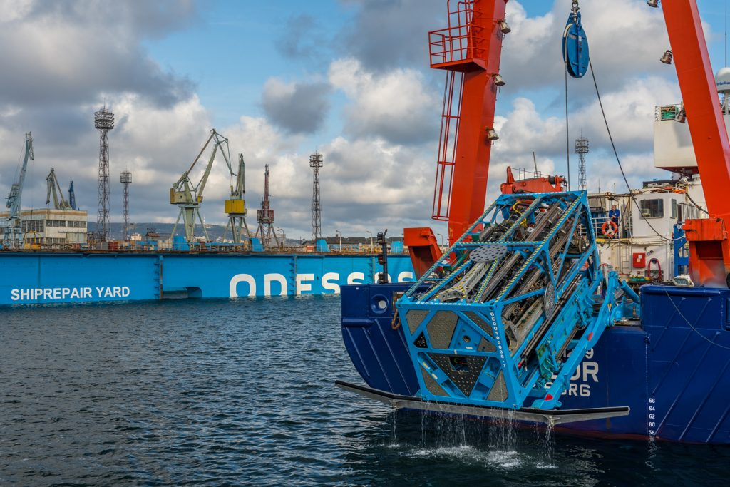 Harbor test with the drilling rig MARUM-MeBo200. Photo courtesy
